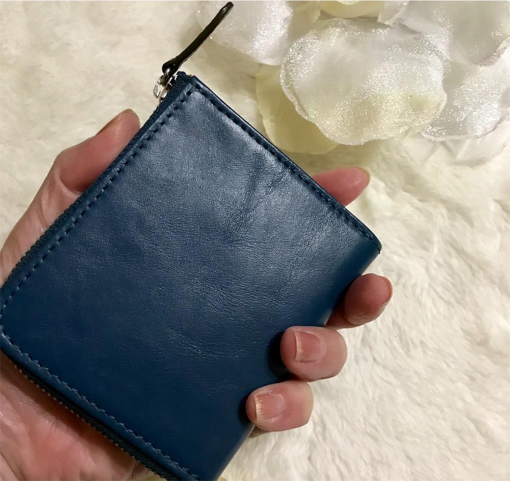 JOGGOコンパクト財布握ったところ